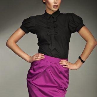 Сиреневая юбка с черной блузкой