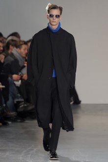 Длинное стильное мужское черное пальто