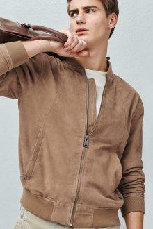 Песочная мужская замшевая куртка