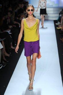 Горчичный и фиолетовый цвета в одежде