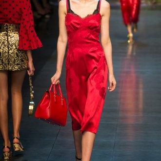 Красное платье в бельевом стиленом