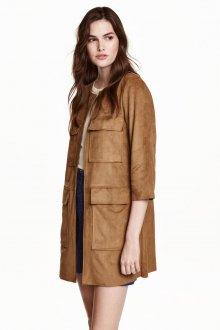 Светло-коричневое пальто с короткими рукавами из замши
