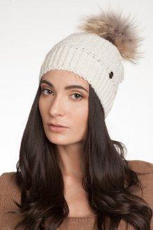 Белая вязаная шапка с меховым помпоном
