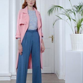 Повседневный образ с синими брюками клеш
