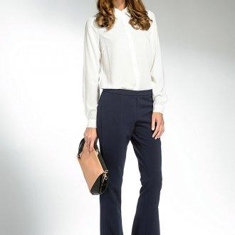 Черные брюки клеш с белой блузкой