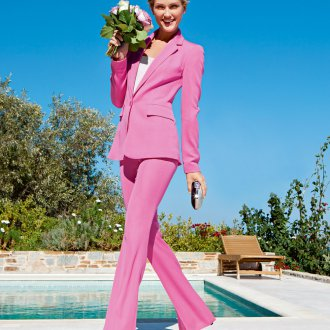 Розовый костюм с брюками клеш