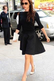 Белые туфли с черным платьем