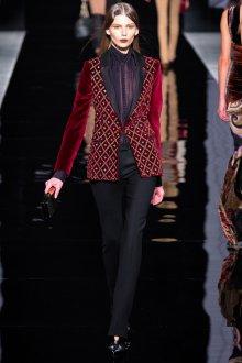 Красный женский бархатный пиджак с блестками и стразами