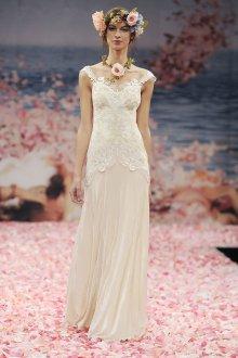 Бежевое свадебное платье с кружевом в стиле бохо шик