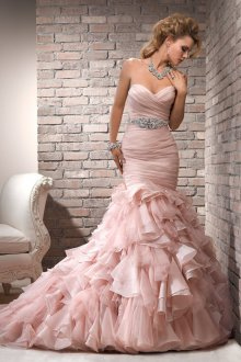 Розовое свадебное платье с пышным низом
