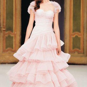 Розовое свадебное платье с необычной юбкой