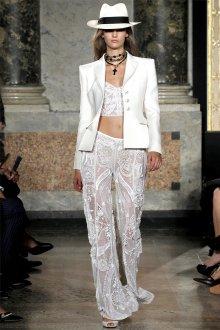 Белые кружевные брюки с белым топом