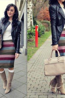 Бежевая сумка с полосатой юбкой и белой кофтой