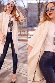 Бежевые туфли с джинсами и футболкой