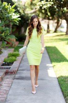 Бежевые туфли с салатовым платьем