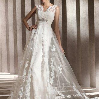 Свадебное платье в стиле ампир с вышивкой и шлейфом