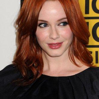 Длинная стрижка на рыжие волосы для женщины 30 лет