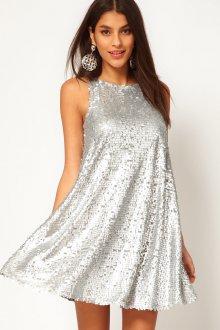 Серебристое свободное платье с пайетками