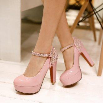 Розовые туфли со стразами