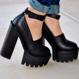 Туфли на тракторной подошве с ремешком и круглым носом