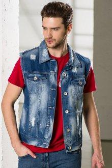 Мужской джинсовый жилет с красной футболкой