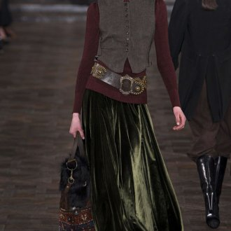 Длинная изумрудная бархатная юбка