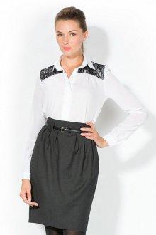 Украшение белой блузки черным кружевом