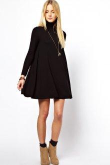 Черное трикотажное платье разлетайка