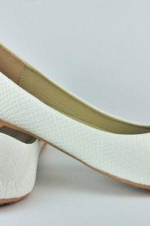 Белые балетки с имитацией кожи