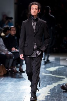 Модная одежда японского дизайнера Йоджи Ямамото
