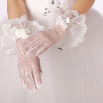 Короткие свадебные перчатки с бантом