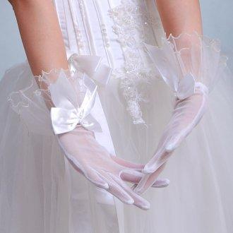 Короткие белые свадебные перчатки с бантом