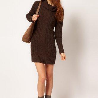 Модное коричневое вязаное платье