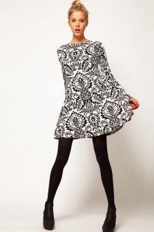 Черно-белое зимнее платье с узором