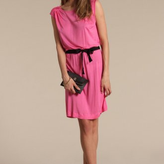 Черные балетки с розовым платьем