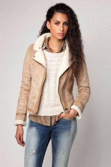 Бежевая модная замшевая куртка