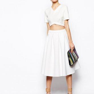 Белый топ и юбка
