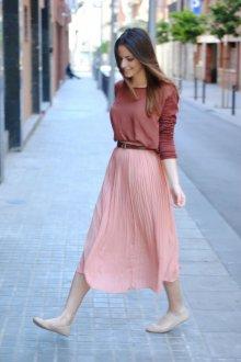 Бежевые балетки с юбкой и блузкой