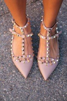 Остроносые розовые балетки