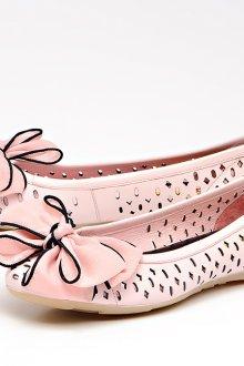 Розовые балетки с перфорацией и бантами