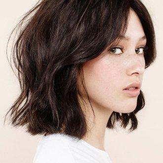 Стрижка на средние вьющиеся волосы 2019