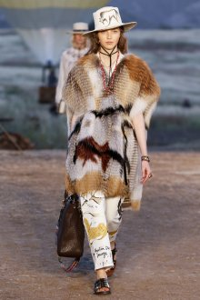 Модная меховая накидка 2020