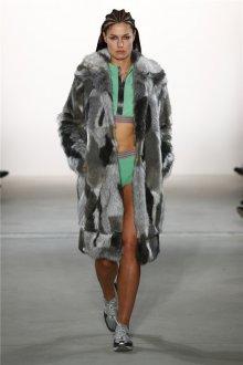 Модная серая шуба 2020