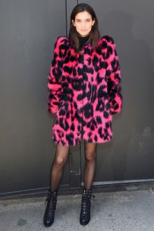 Модная яркая шуба 2020