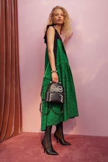 Модный рюкзак с декором