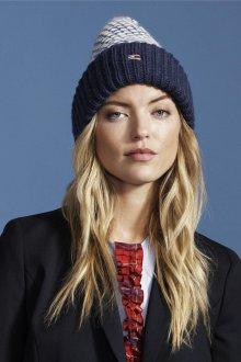 Модная синяя шапка 2018