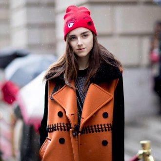 Модная шапка с вышивкой 2018