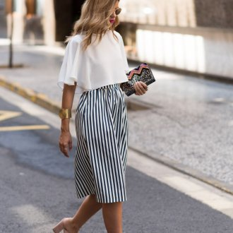 Белая короткая блузка