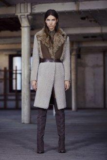 Зимние ботфорты на каблуке 2018