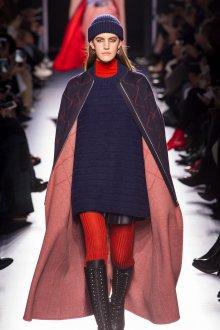 Модное трикотажное пальто 2019